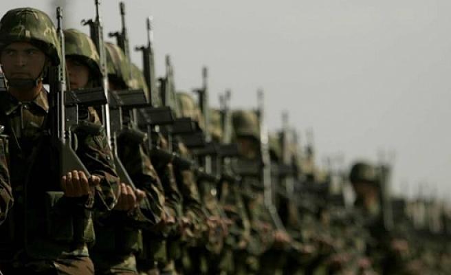 Dövizli askerliği bin EURO'ya indiren yasayı onayladı