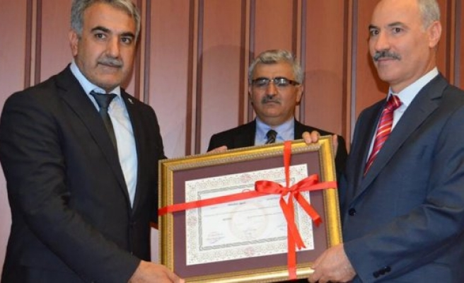 Dr. Abdullah Ağralı, milletvekilli mazbatasını aldı