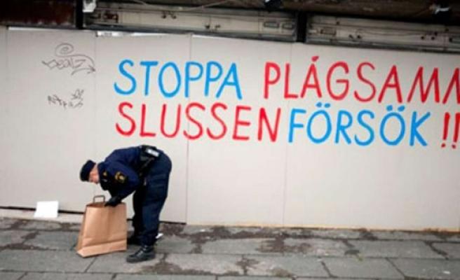 Duvara yazı yazan 3 ihtiyar İsveçliye para cezası