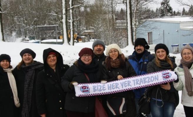 Erkan Zengin'in İsveç'te ki babasına, Trabzon'dan sürpriz ziyaretçiler...FOTO