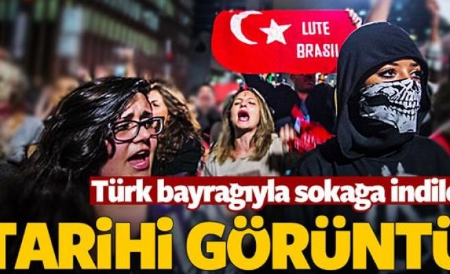 Gösterilerde Türk bayrağı kullandılar