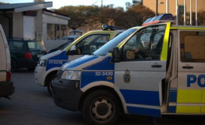Göteborg'de 80 kişi birbirine girdi