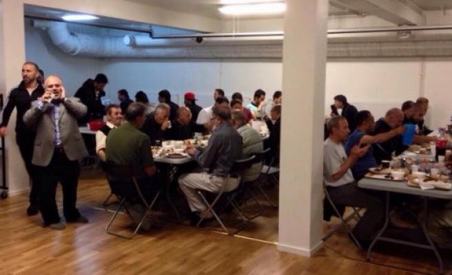 Handen Camii Geleneksel İftar Programı devam ediyor