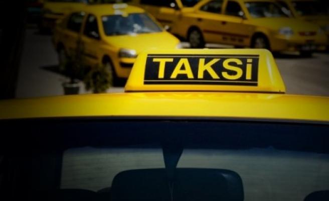 Havalimanında taksici provokasyonu tutmadı!