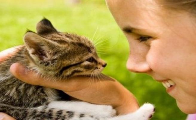 Hayvan sevgisi hayata bağlıyor