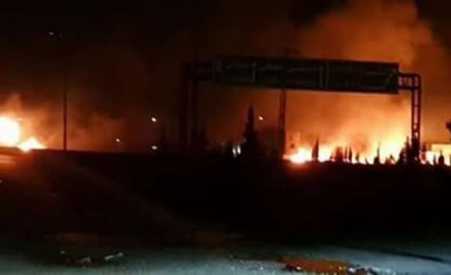 İsrail saldırdı! Esed'in karargahlarında büyük patlamalar
