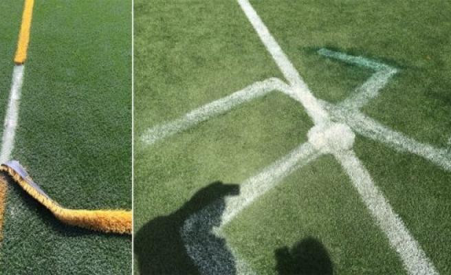 İsveç'de Futbol Sahasına Gamalı Haç Çizildi