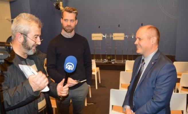 İsveç Göçmen Bakanı Johansson, uzun oturma vizesi bekleme süresini değerlendirdi