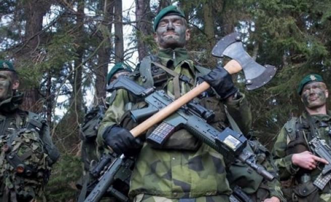 İsveç hükümeti, NATO'ya katılmamak için direniş gösteriyor