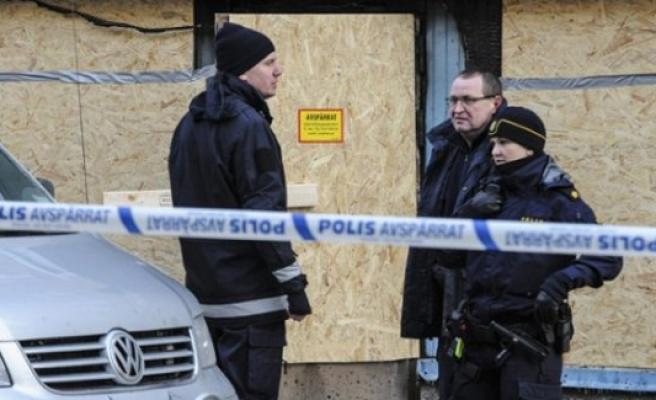 İsveç polisi 3 kişiyi terör şüphesiyle gözaltına aldı