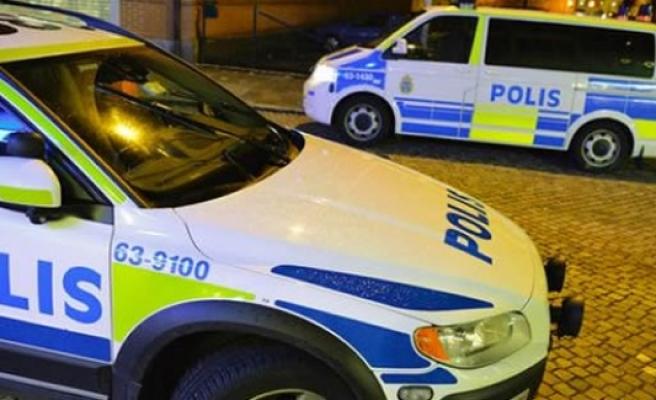 İsveç Polisi cinayet zanlısını beklenmedik anda enselendi