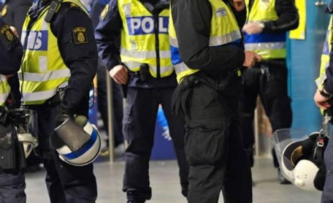 İsveç polisi Rus Büyükelçiliğini kuşattı