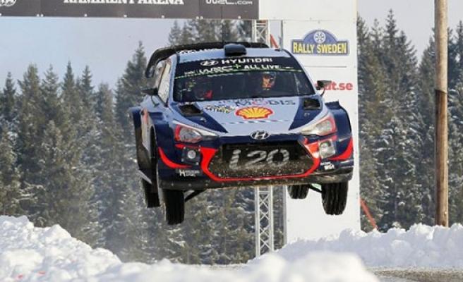 İsveç Rallisinde kazanan Thierry Neuville