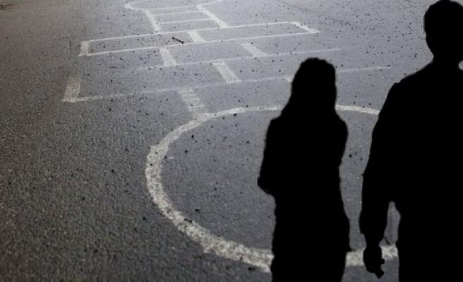 İsveç'te 13 yaşındaki kız çocuğu doğurdu