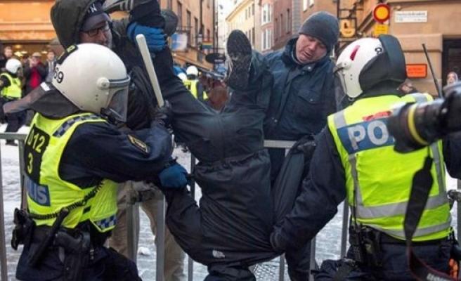 İsveç'te 500 ırkçı göstericiyi 500 polis korudu