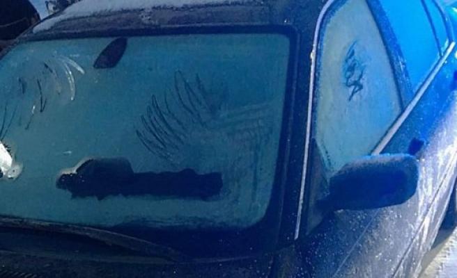 İsveç'te arabasının ön camını temizlemeyen şoför gözaltına alındı