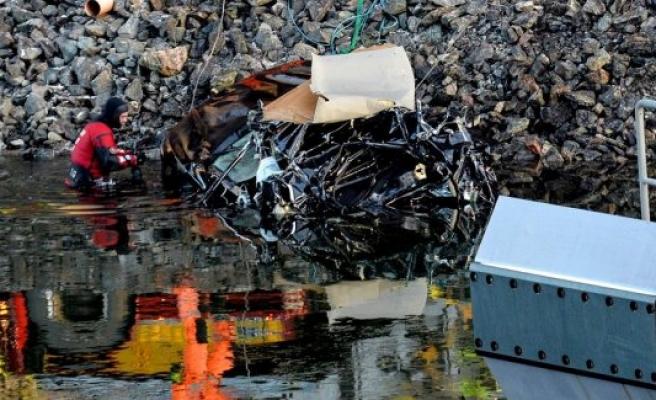 İsveç'te araç açılan köprüden düştü: 5 ölü