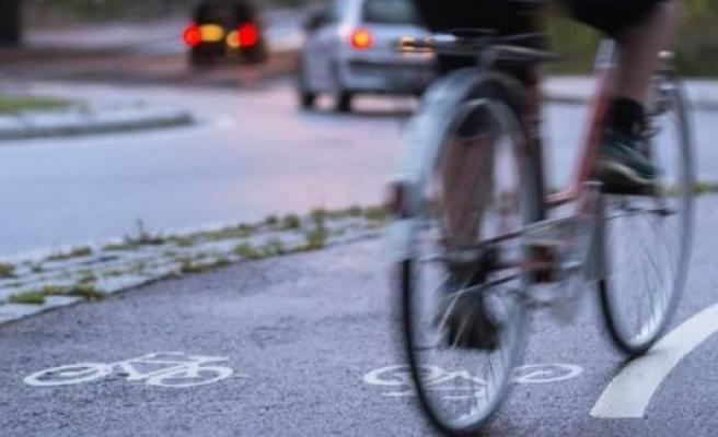 İsveç'te bisiklet sürerken müzik dinlemek yasaklanıyor