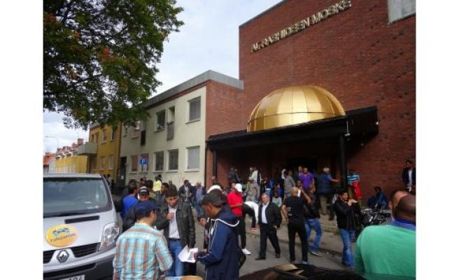 İsveç'te camiye sahte polis baskını