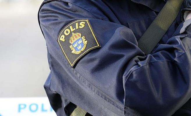 İsveç'te cinsel istismarda bulunan polise ceza