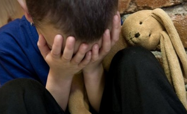 İsveç'te çocuğunu karanlık bir odaya kapatan anneye para cezası
