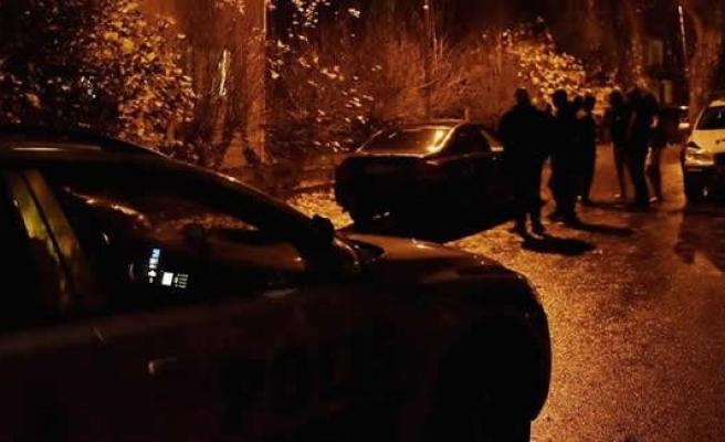 İsveç'te mültecilere bıçaklı saldırı 3 kişi yaralı!