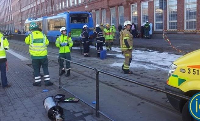 İsveç'te tren otobüse çarptı korku dolu anlar yaşandı!