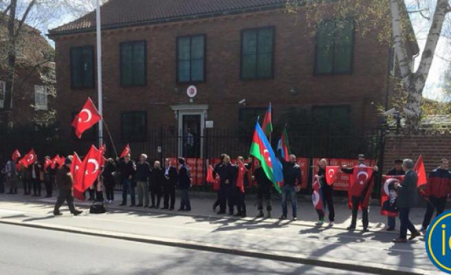 İsveç'in Türkiye Konsolosluğu  Önünde Sözde SOYKIRIM NÖBETİ!