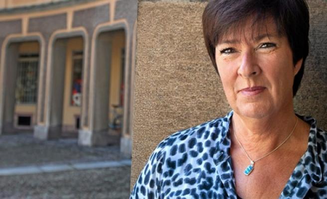 İsveçli eski bakan Mona Sahlin Otel temizliyor...