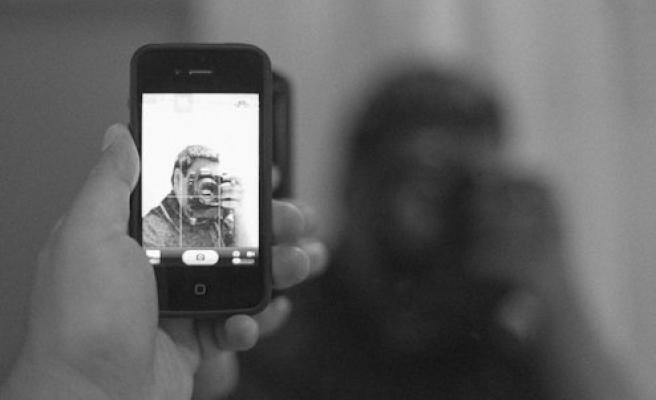 İsveçli papazın Cep Telefonu Çalan Hırsız, Selfie( Özçekim) Yapınca Yakalandı