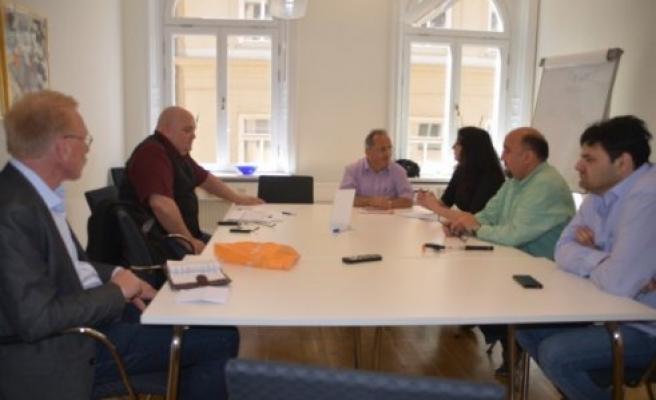 İsveçli ve Türk gazetecilerin makale tartışması