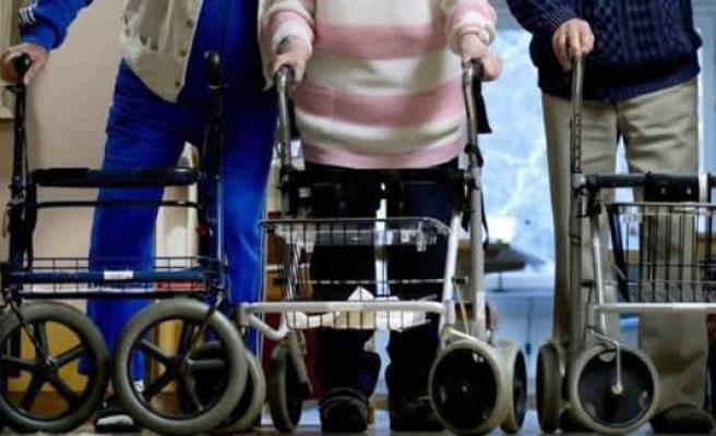İsveç'te yaşlıların parasını çalan bakıcı, kurulan tuzağa fena düştü!