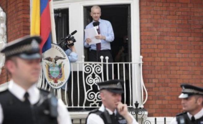 İsveç- Ekavator arasında Assange krizi