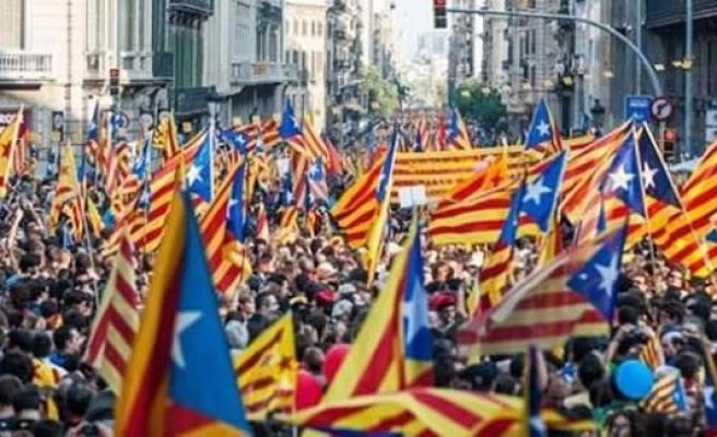 Katalonya İspanya'dan ayrılmanın ilk adımını attı