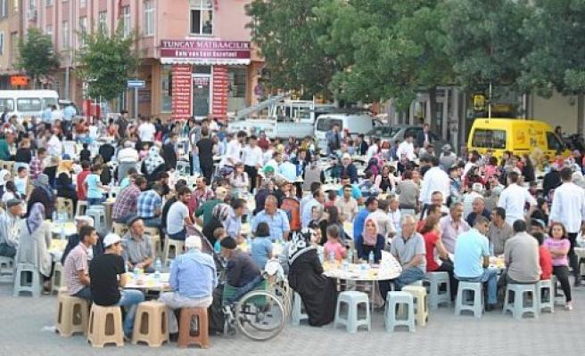 Kulu Belediyesince, 2 bin 500 kişiye iftar verildi