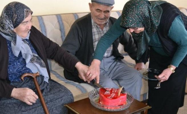 Kulu'daki Yaşlı Çiftler Sevgililer Gününde Unutulmadı