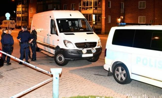 Malmö'de üç ayrı araba havaya uçuruldu
