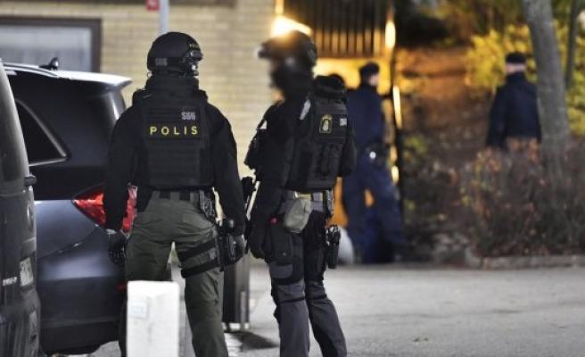 Polis Rinkeby'i abluka altına aldı