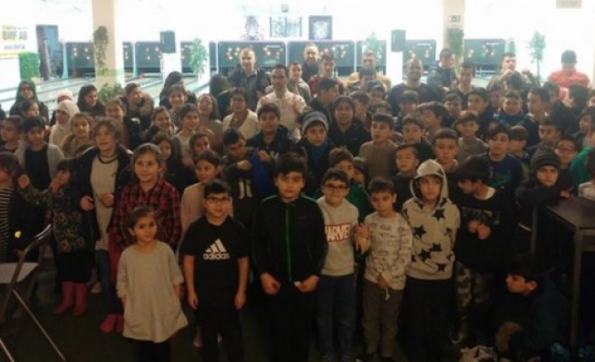 Rinkeby Camisi'nden çocuklara bowling müsabakası