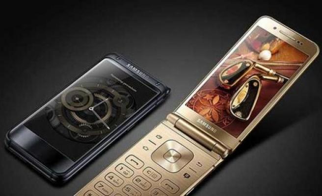 Samsung'tan yıllar sonra kapaklı telefon!