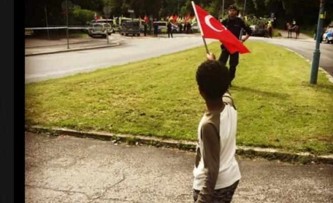 Somalili çocuk, Türkiye'yi İsveç'te  böyle savundu