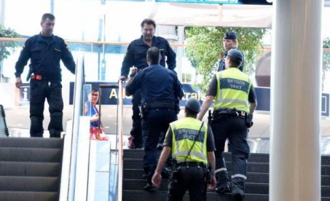 Stockholm'de Havalimanında Bomba Paniği