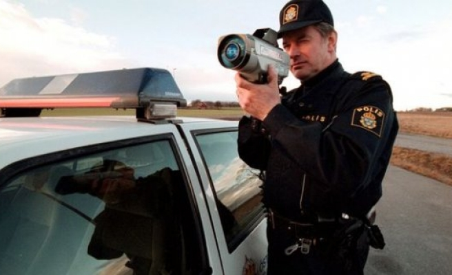 Stockholm'de trafik kontrolü: 4 sürücünün ehliyetine el kondu