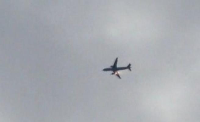 Stockholm'e gelen uçak havada alev aldı