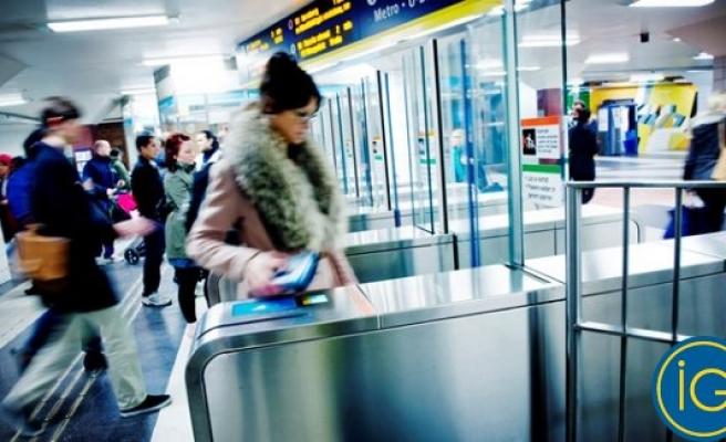 Stockholm Metrosunda bakın bilet kontrolünü kim yapacak!