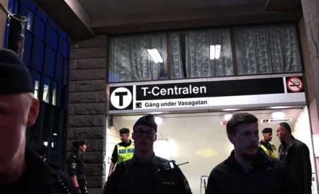 Stockholm Metrosunda dehşet: Bir Kişi Trenin Altına İtildi