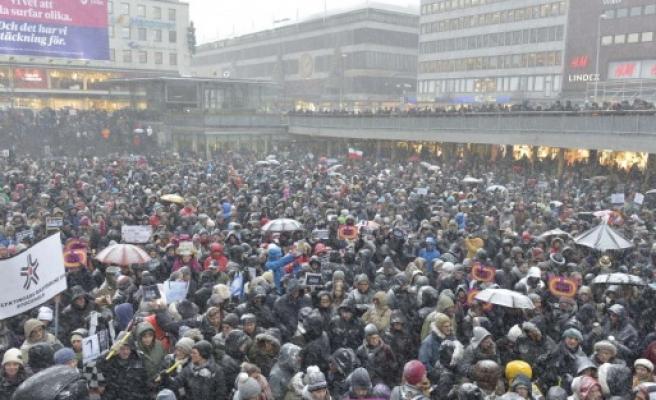 Stockholm'de 20 bin kişi Paris saldırısını protesto etti...FOTO