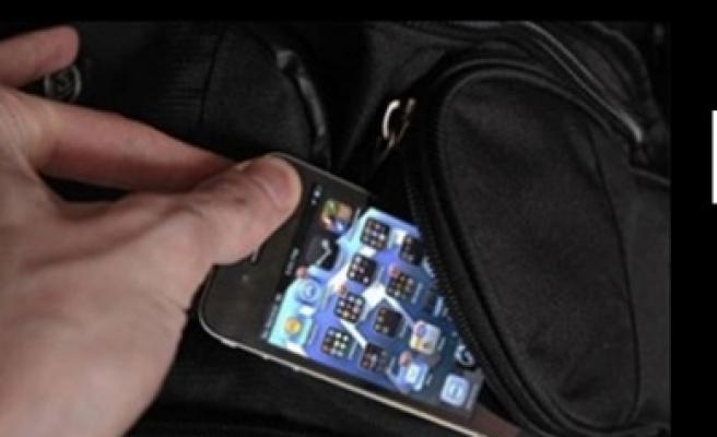 Stockholm'de cep telefonu çalan hırsız, metroda böyle görüntülendi