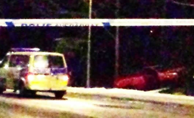 Stockholm'de sarhoş sürücü otobüs durağına daldı!