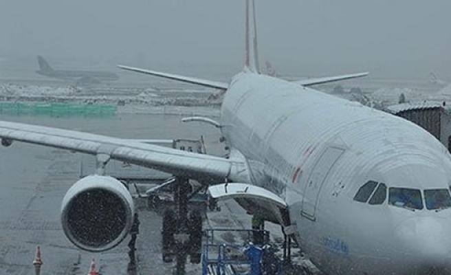THY uçağı toprağa saplandı!